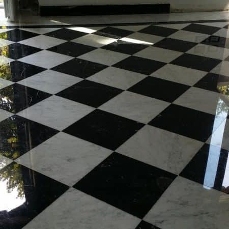 Marmo lucido a scacchiera