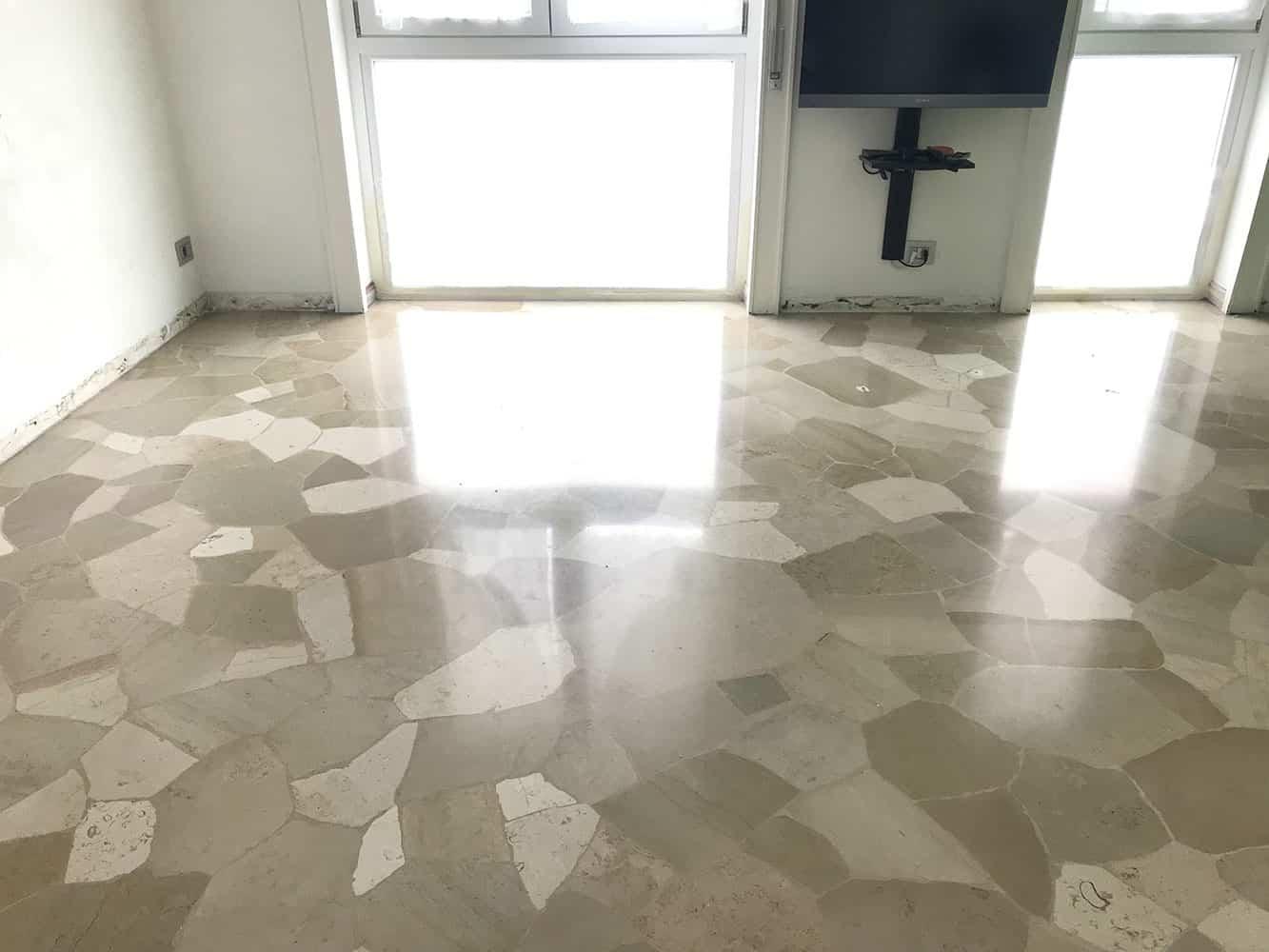 pavimento in marmo pre lucidatura