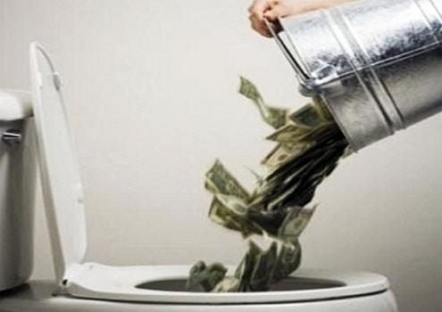 buttare i soldi